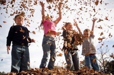 kids_playing_with_leaves_istock_000_0